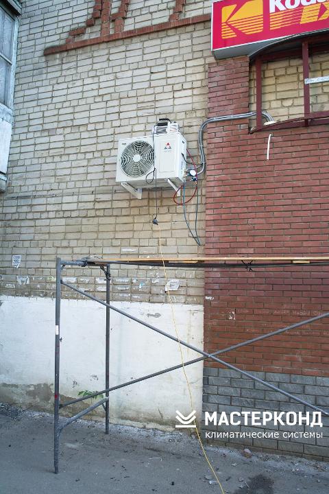 Монтаж внешнего блока кондиционера Vertex в магазине